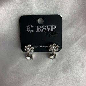 NEW‼️Charming Charlie flower earrings silv…